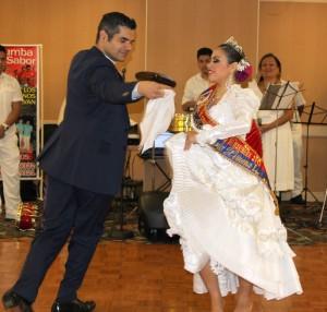 Los campeones del 2012 bailando la Marinera