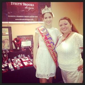 Evelyn Brooks con la reina mundial de la marinera Stephanie Jones